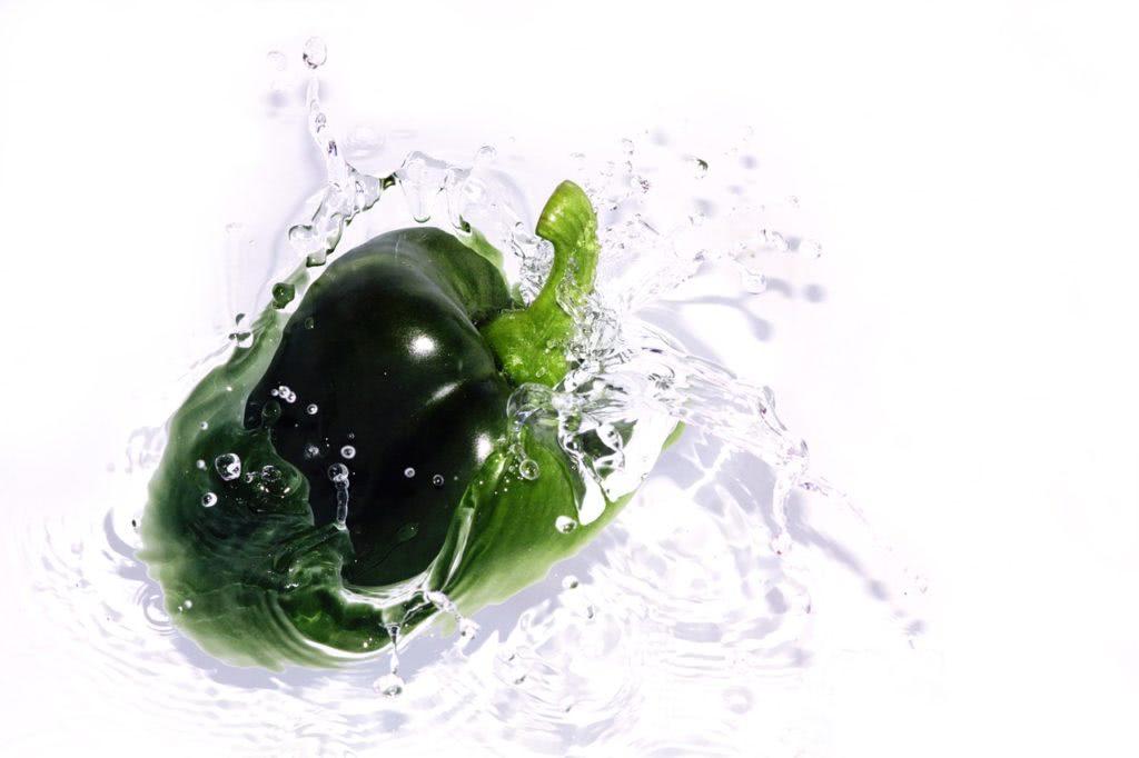 Bild Paprika im kalten Wasser